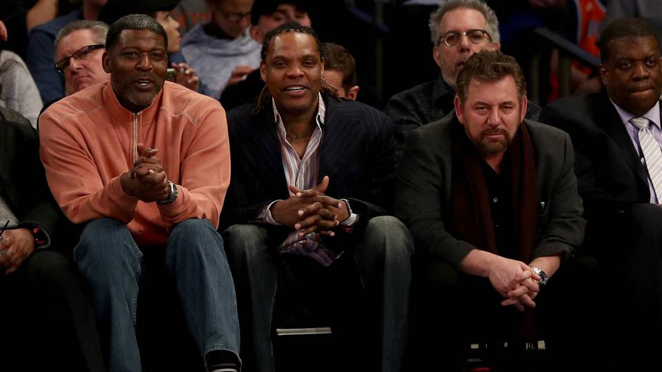 James Dolan, right, with Latrell Sprewell, center, and Larry Johnson