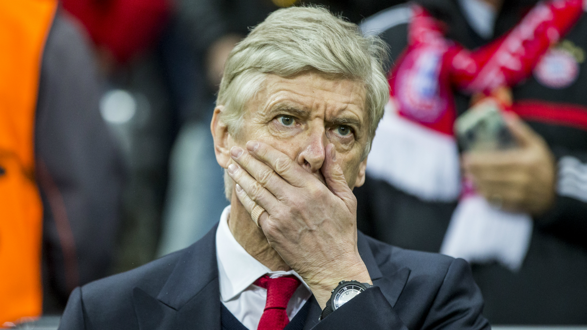 Arsene Wenger Future Uncertainty Is Hurting Arsenal - Ray Houghton