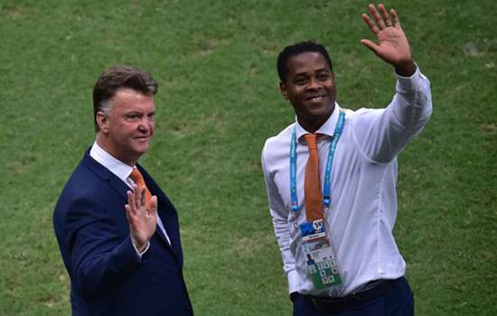 Kluivert: Van Gaal can struggle with senior players