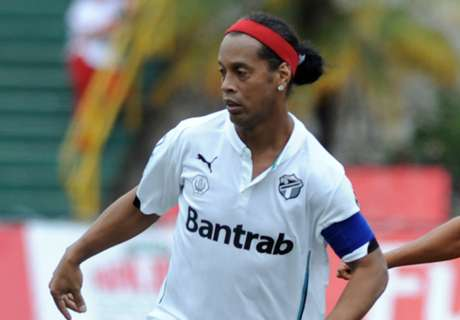 Ronaldinho offered Wolves trial