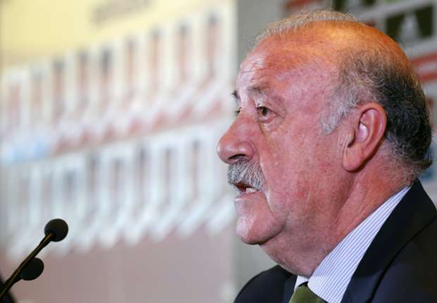 Spain boss Del Bosque delays naming final World Cup squad
