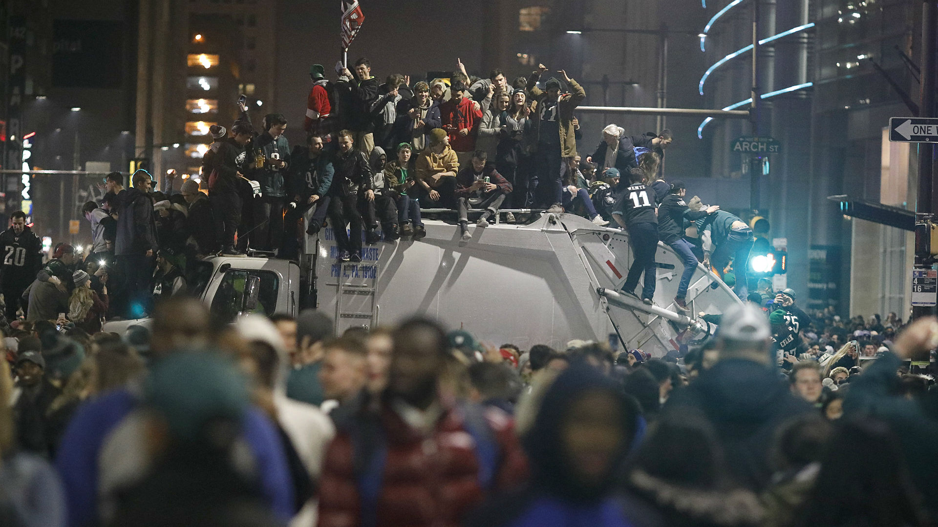 Eagles bring Lombardi trophy to fans after landing in Philly