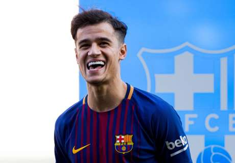 Messi and Pique welcome Coutinho to first training