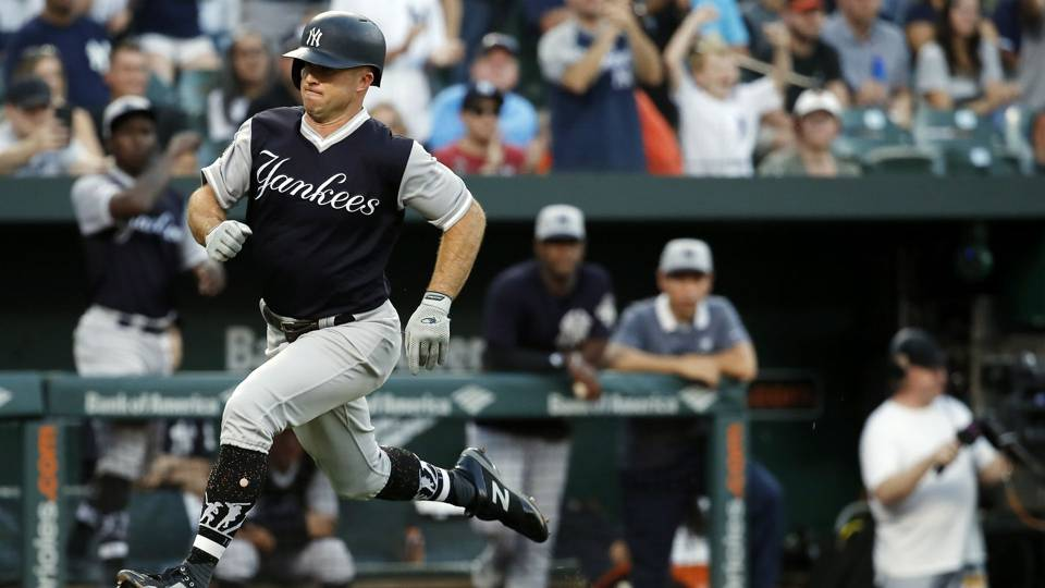 MLB wrap: Four Yankees homer in New York's 7-run win