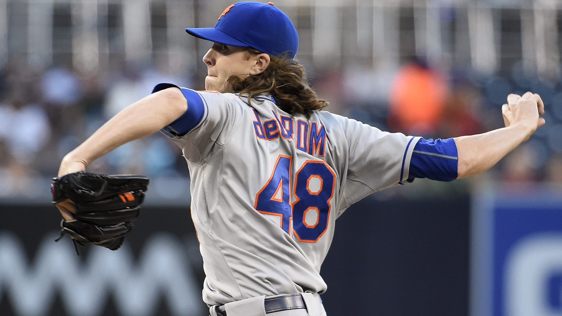 Mets' deGrom leaves game with hyperextended right elbow