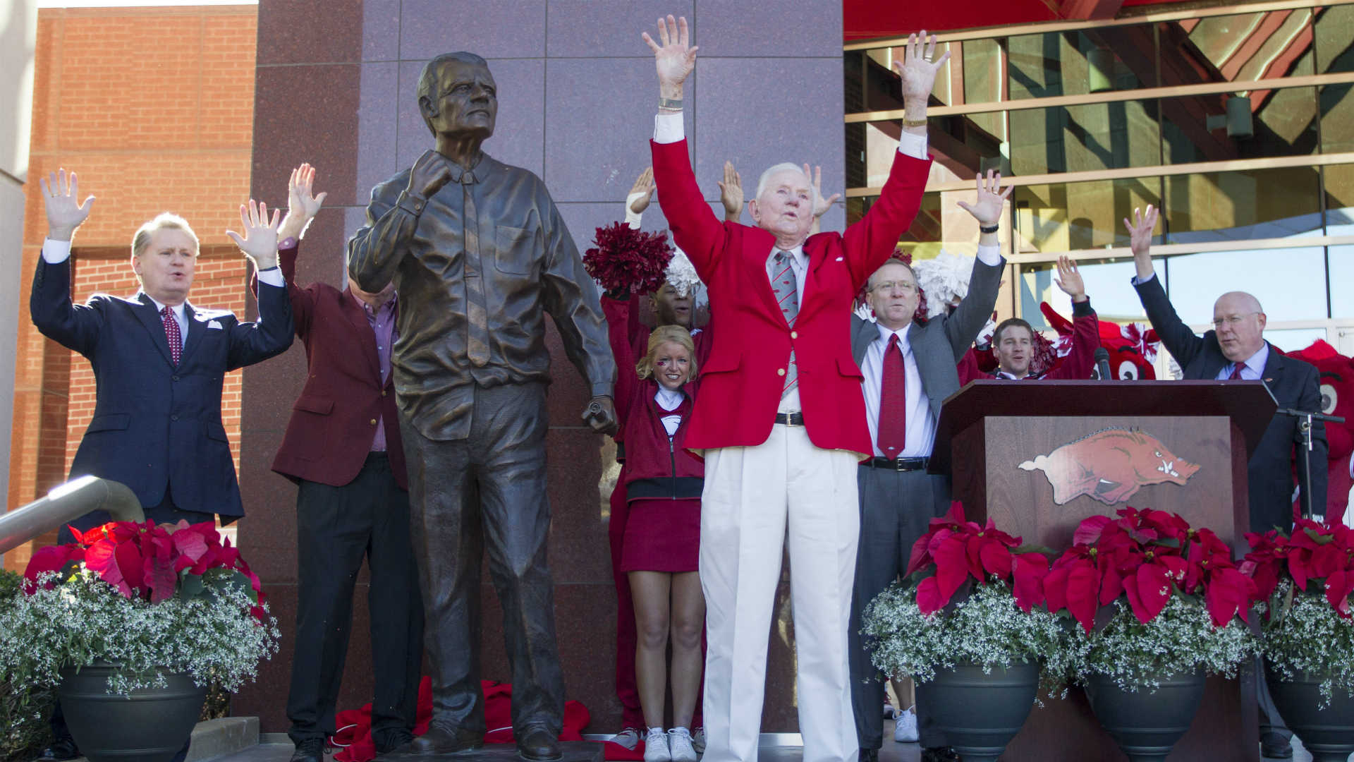 Legendary Arkansas coach Frank Broyles passes away at age 92