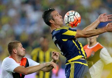 Van Persie given Super Lig debut