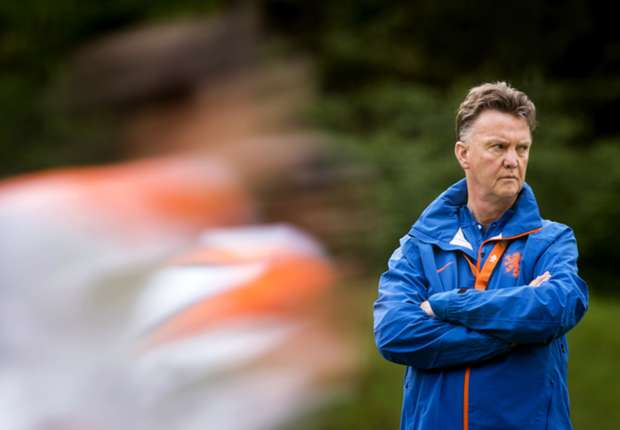 Van Gaal focused on Netherlands despite Manchester United links