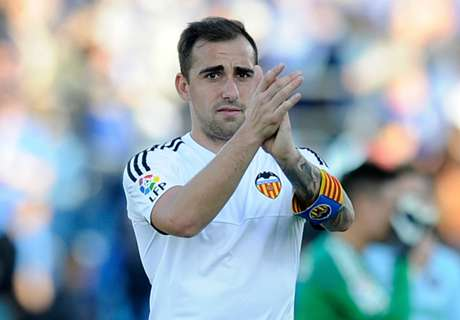 OFFICIAL: Barcelona sign Alcacer