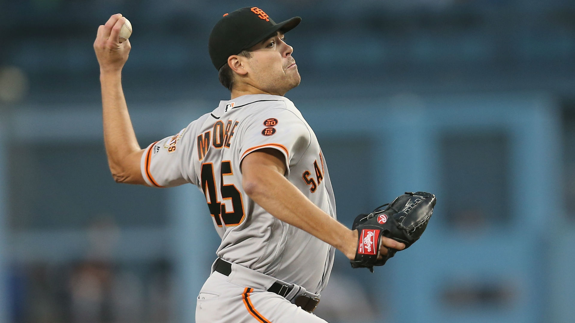 Giants reportedly trade Matt Moore to the Rangers for prospects