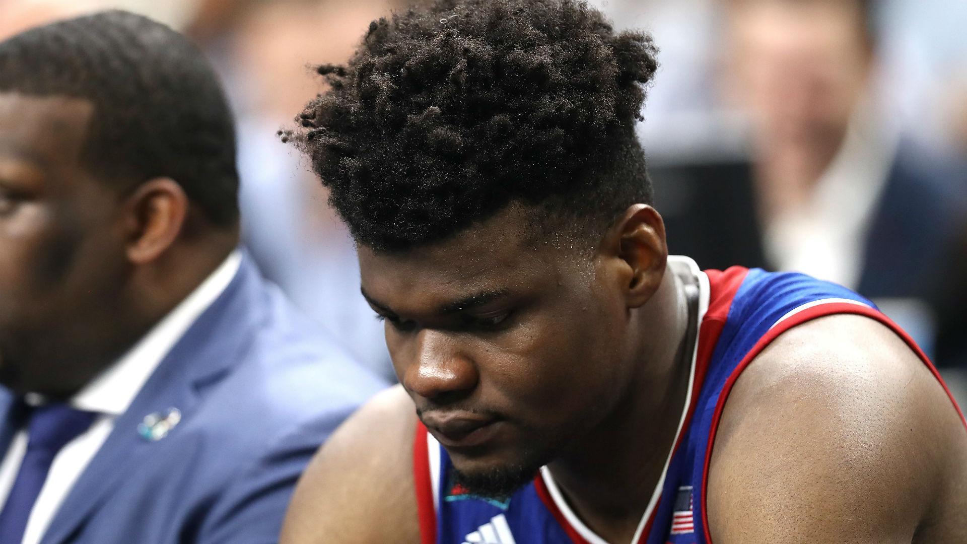 Udoka Azubuike injury update: Kansas center out indefinitely with high ankle sprain
