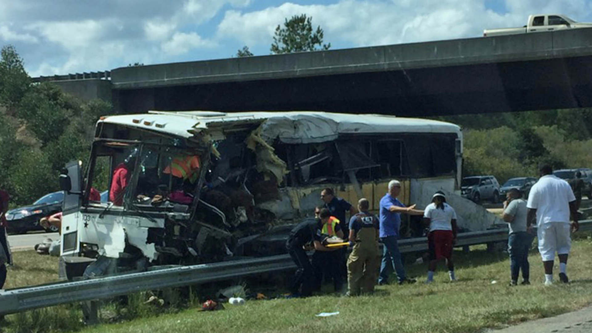 4 dead after football team bus crashes in North Carolina
