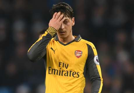 Ozil being treated unfairly - Wenger
