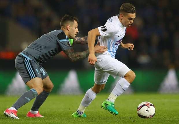 Celta Vigo's Hugo Mallo (L) challenges Leandro Trossard of Genk (R)