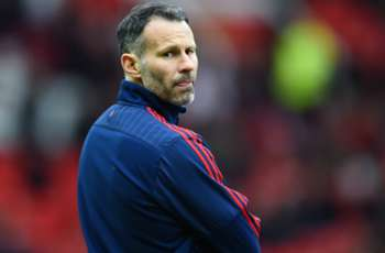 Manchester United great Giggs keen on Everton & Leicester jobs