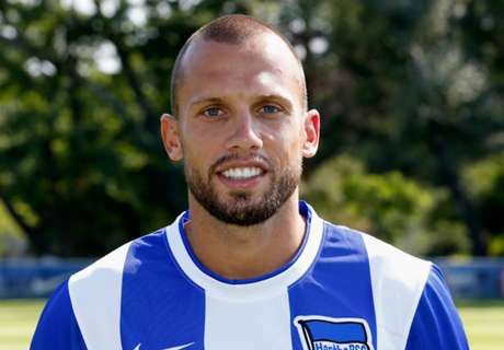 Heitinga seals Ajax return