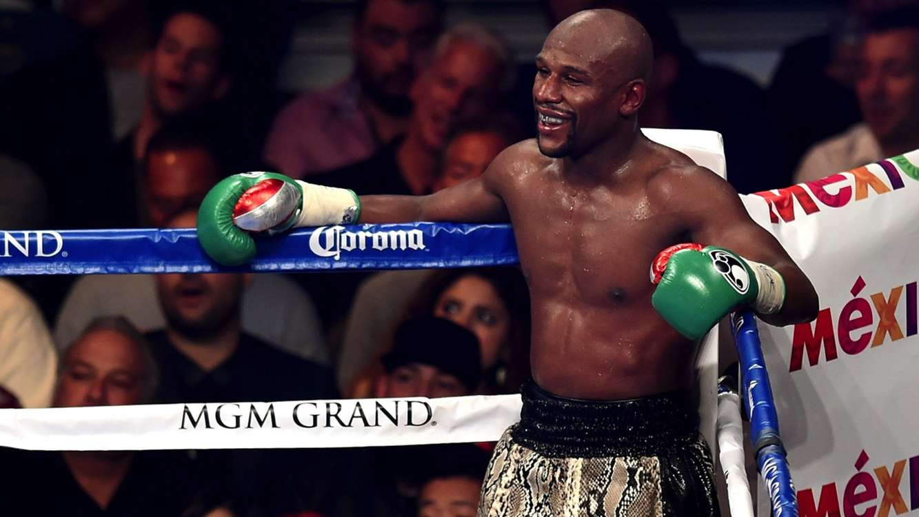 Floyd Mayweather chopping wood to prep for Manny Pacquiao fight