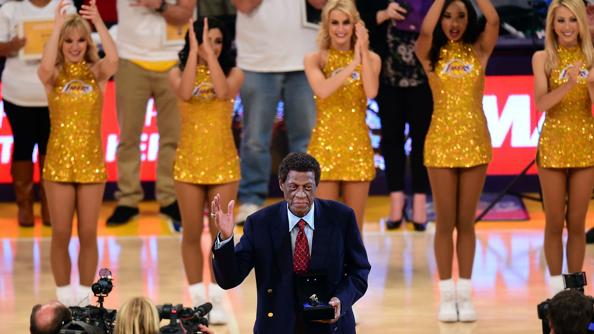 Elgin Baylor Honored by Lakers with Statue at Staples Center