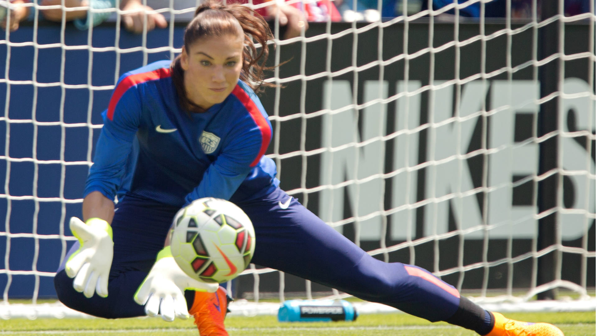 Hope Solo goalie