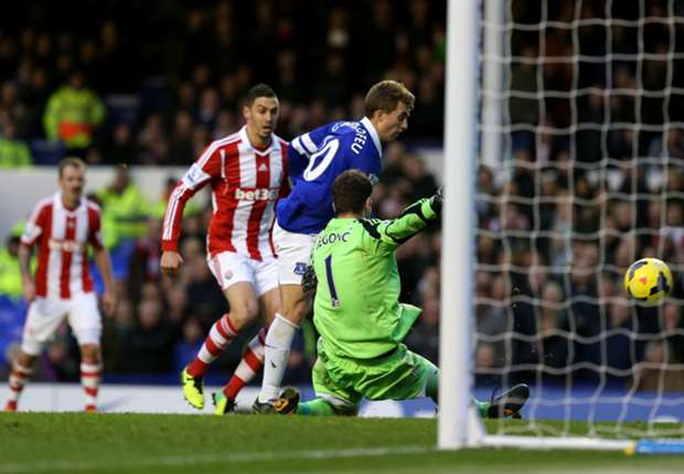 Stoke City boss Hughes reveals Deulofeu enquiry