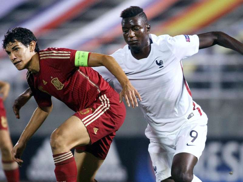Real signs up Spain starlet Vallejo