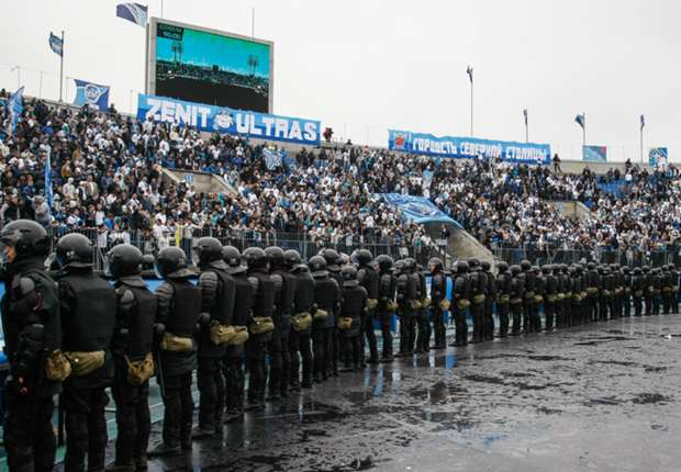 Zenit fans and riot police