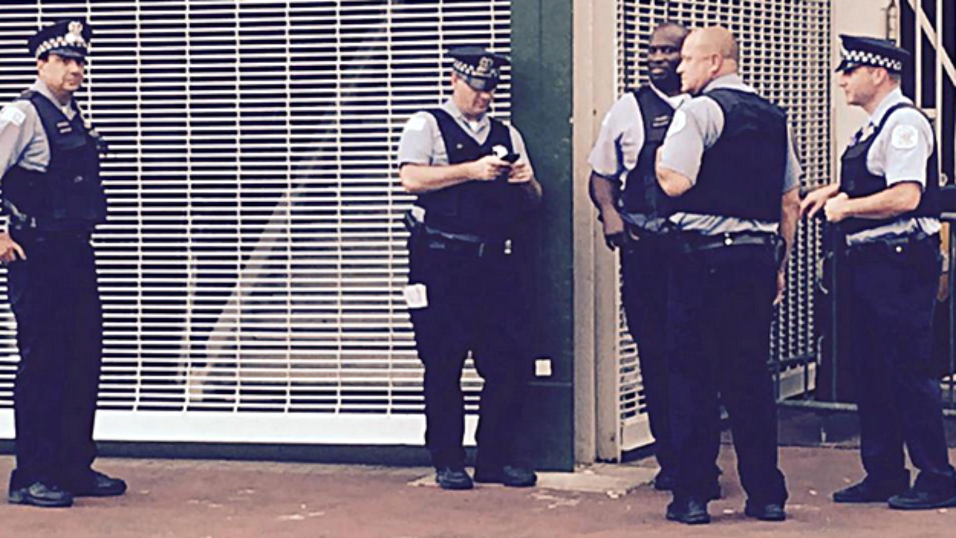 Police investigate bomb threat at Wrigley Field