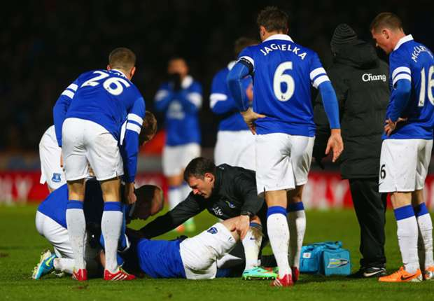 Everton defender Oviedo suffers double leg fracture