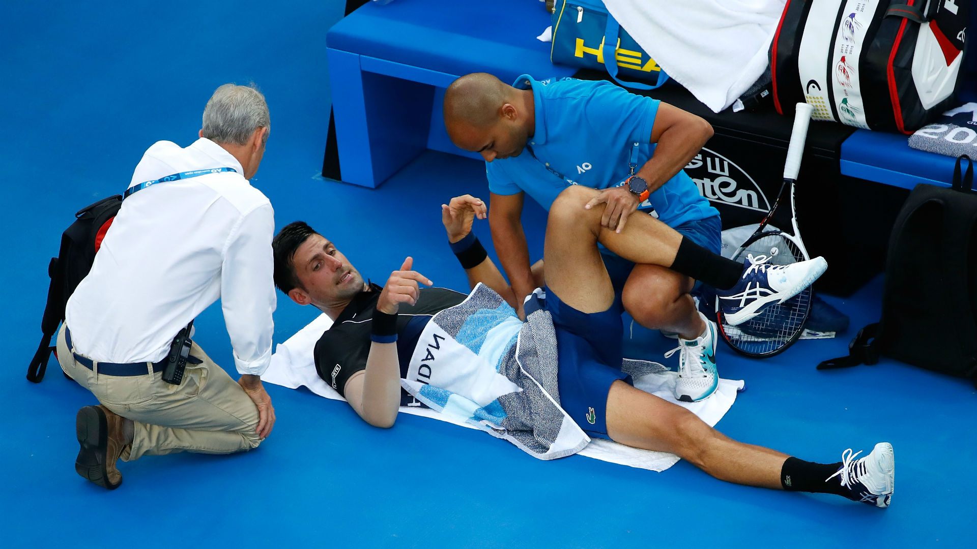 Djokovic overcomes injury scare, defeats Viñolas at Australian Open