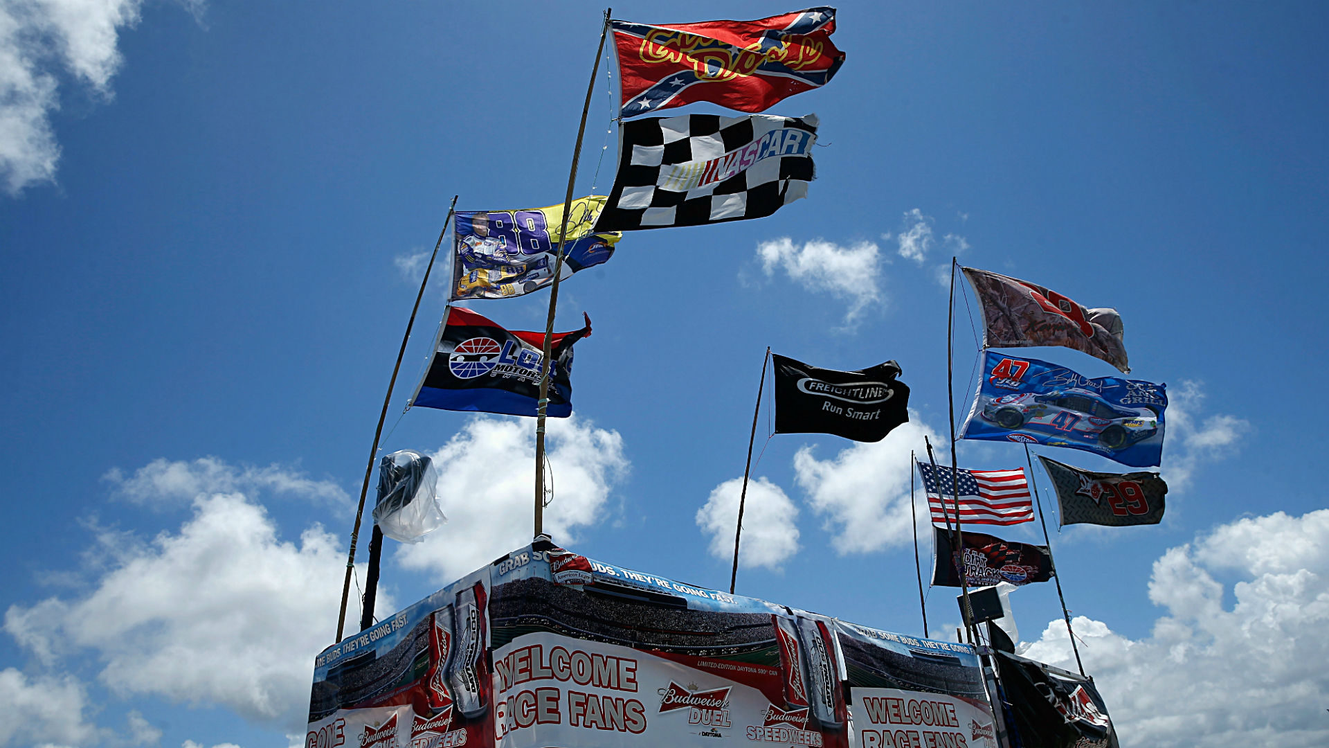 Daytona will not ban Confederate flag, offers flag trade