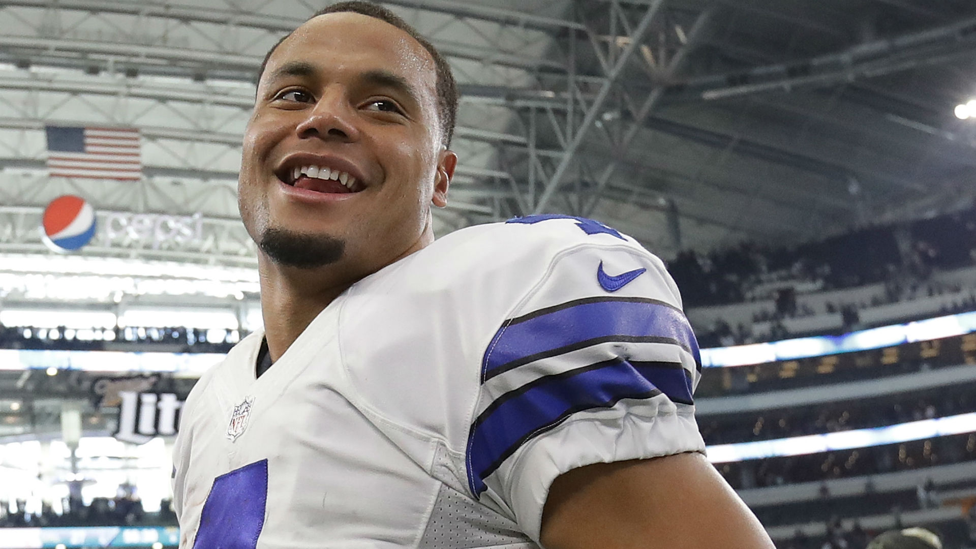 Jerry Jones says playing without Ezekiel Elliott has made Dak Prescott better
