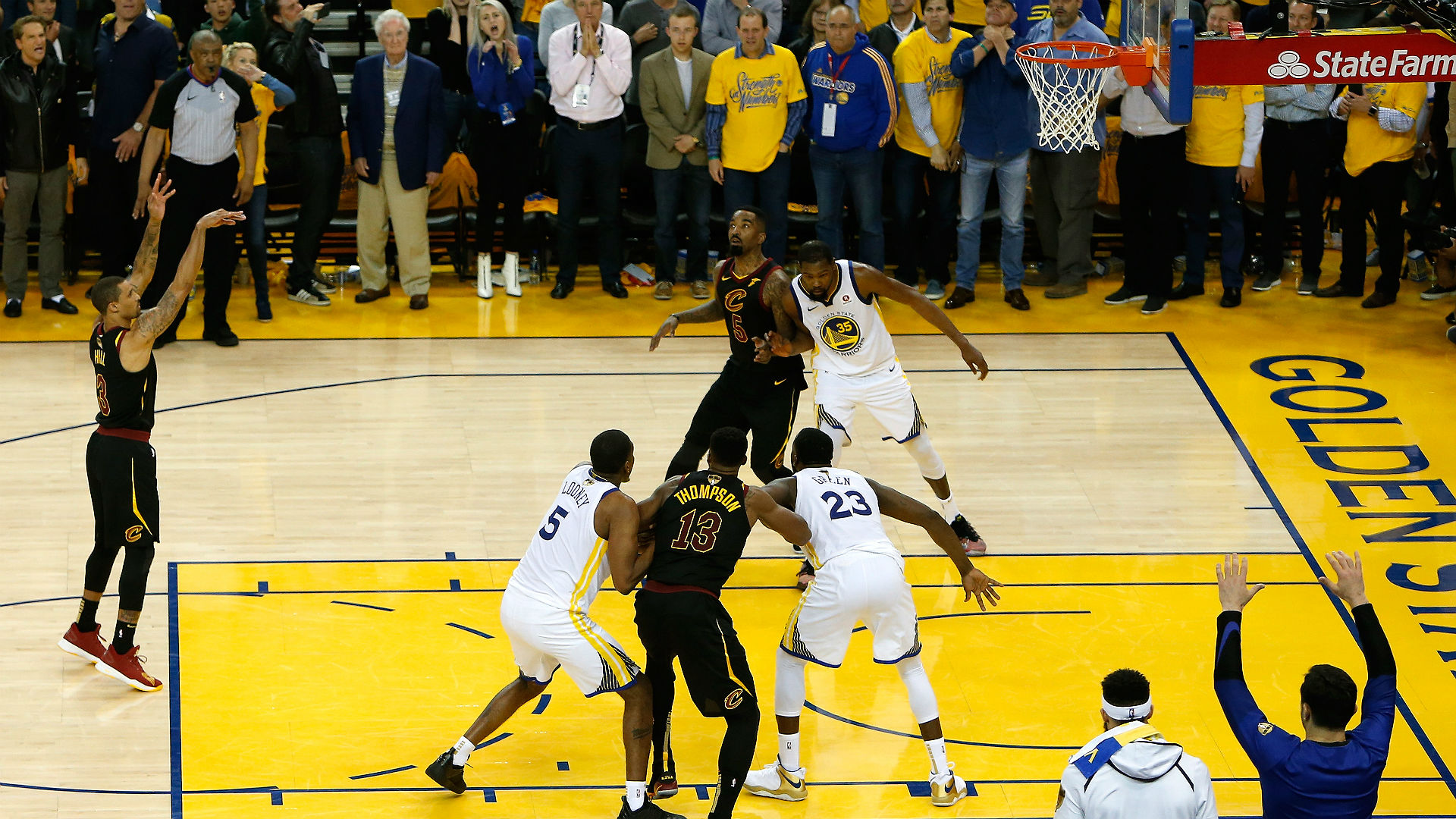 Warriors shoot well, Cavs stay close in Game 2