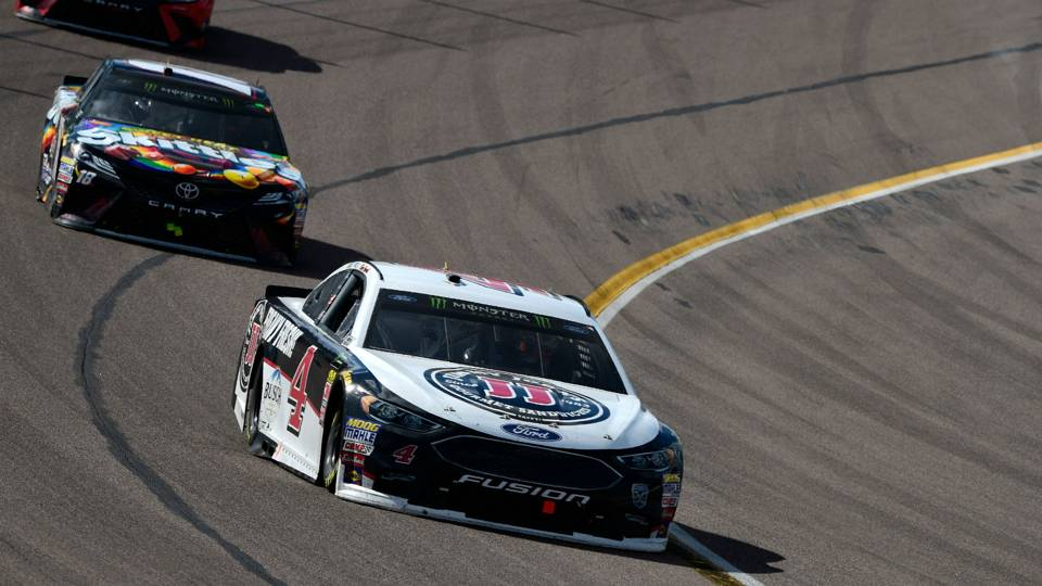 Nascar Results At Phoenix Kevin Harvick Pulls Away From Kyle Busch