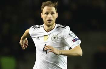 Arsenal held Howedes talks before defender's Juventus switch