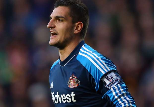 Sunderland goalkeeper Mannone must wait for contract talks
