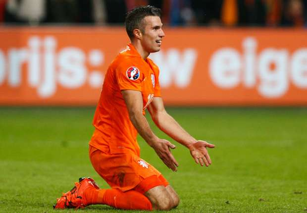 Van Persie again left out of Netherlands squad