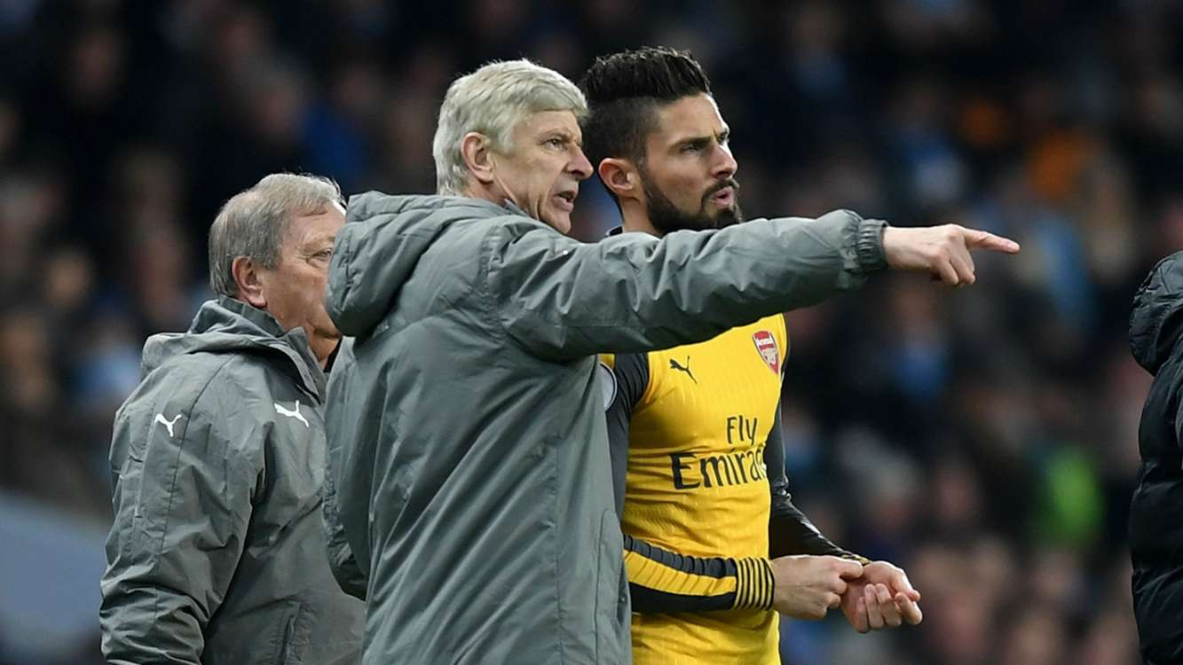 Giroud urges Wenger to renew Arsenal deal