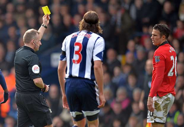 Van Persie should have seen red, says West Brom boss Mel
