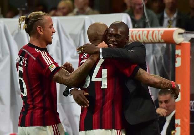 Nigel De Jong celebrates with Clarence Seedorf