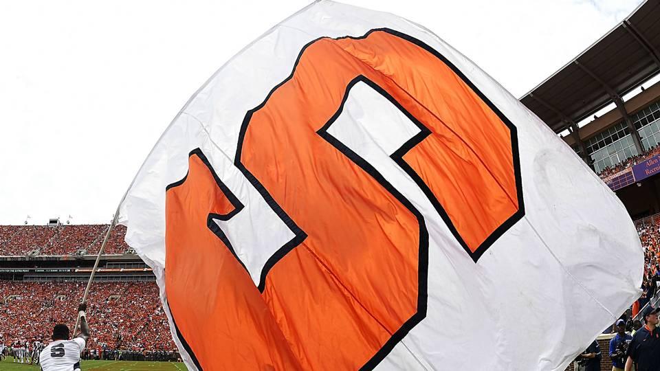syracuse-flag-2419-usnews-getty-ftr