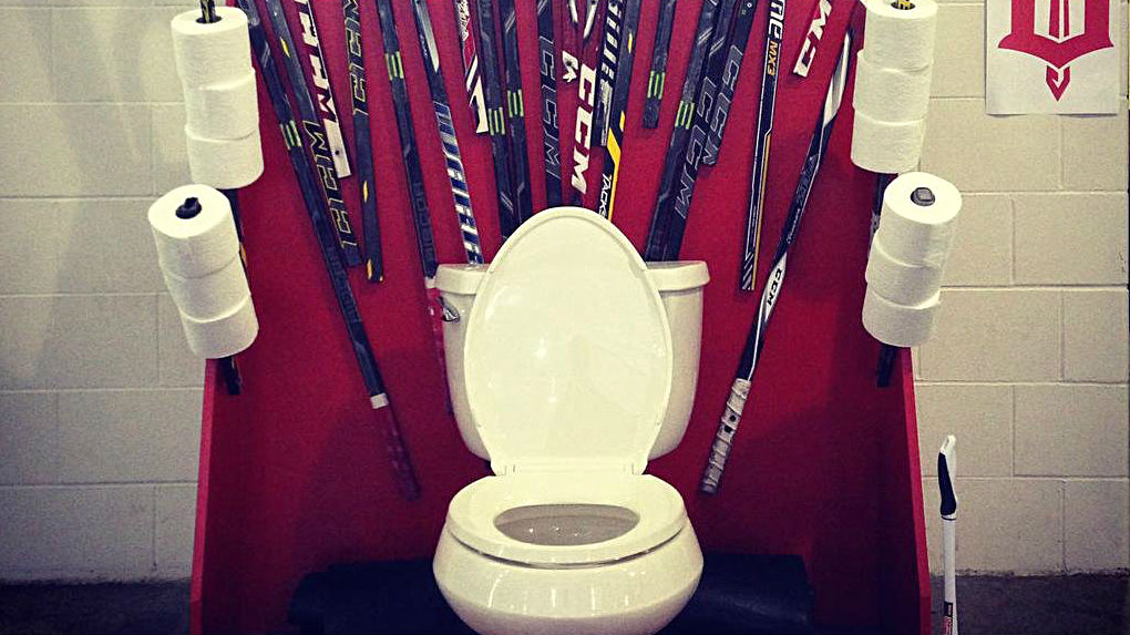 Hockey team honors 'Game of Thrones' with toilet humor