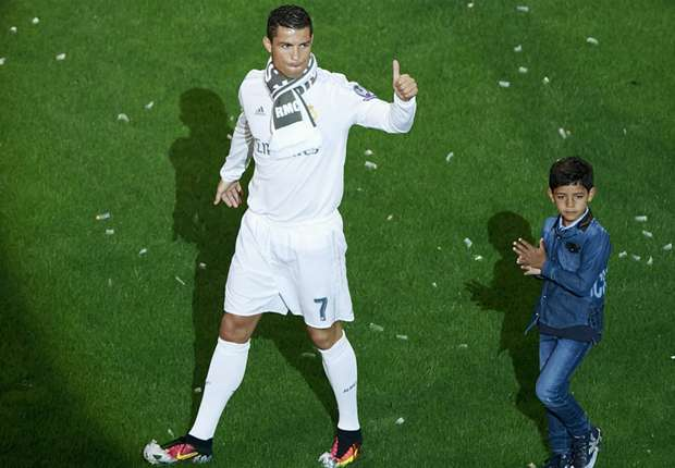 Like father, like son? Cristiano Ronaldo picks position for son