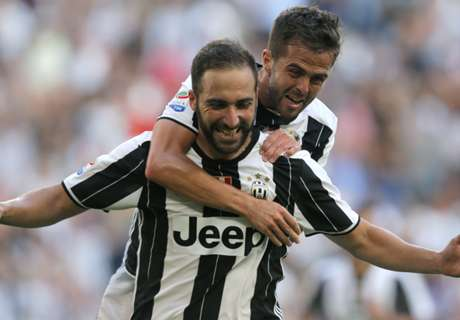 Higuain double sends Juventus top