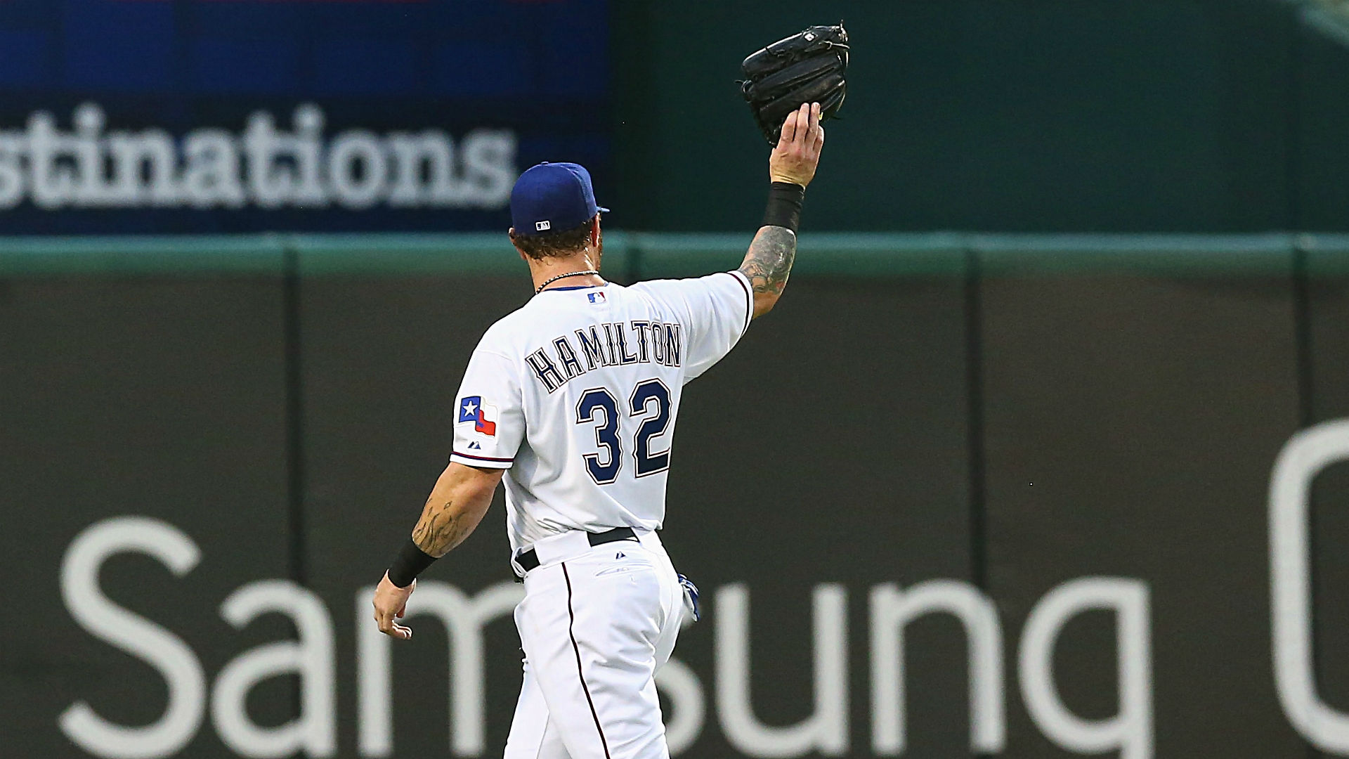 Josh Hamilton receives standing ovation in return to Texas