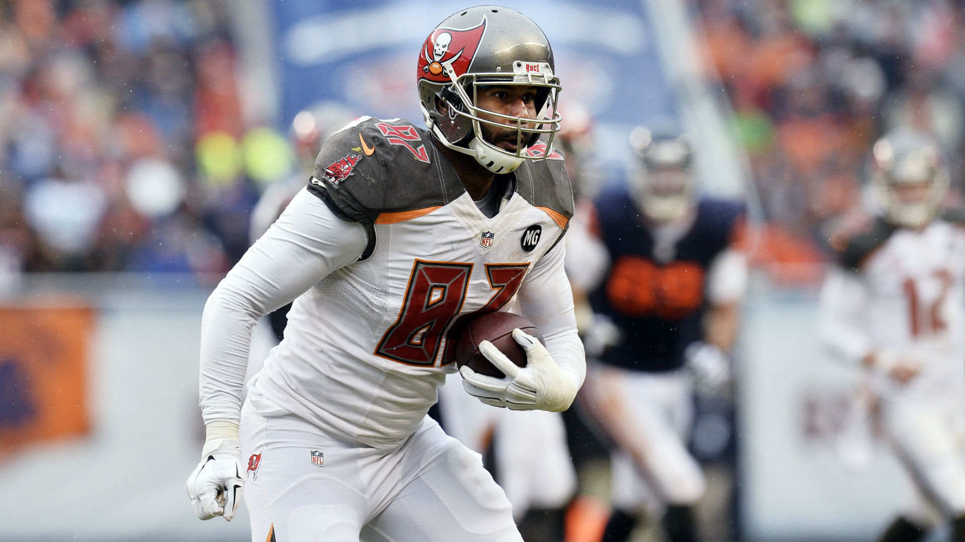 Seferian-Jenkins reportedly cut by Bucs after arrest