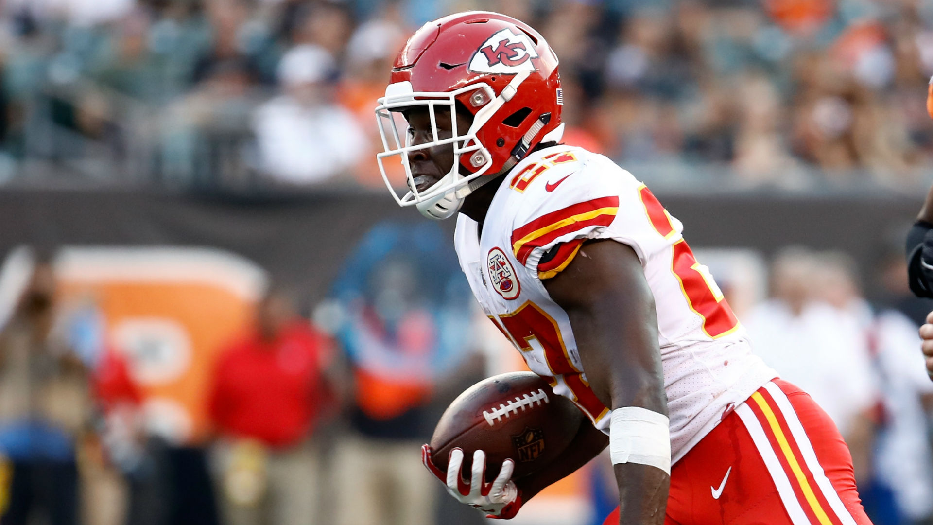 Chiefs re-sign running back CJ Spiller