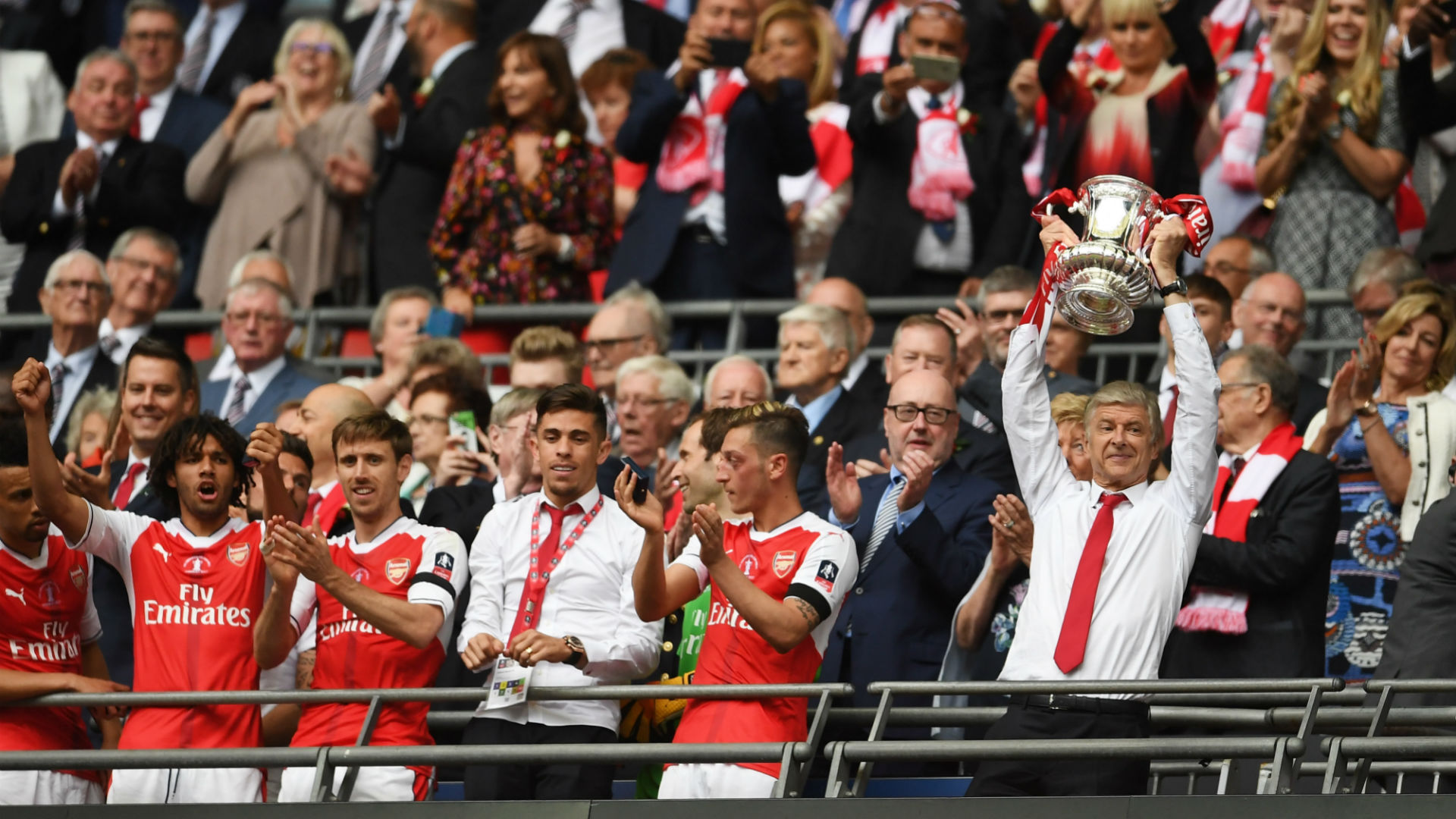 Arsenal beat Chelsea 2-1 to win FA Cup