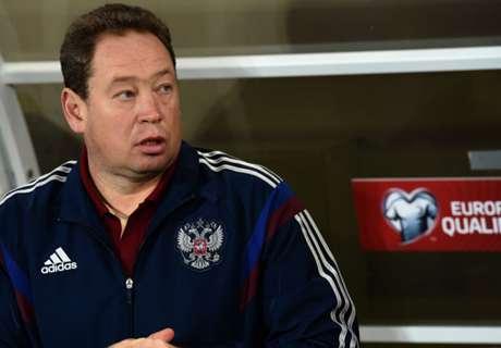 Slutsky to continue as Russia coach