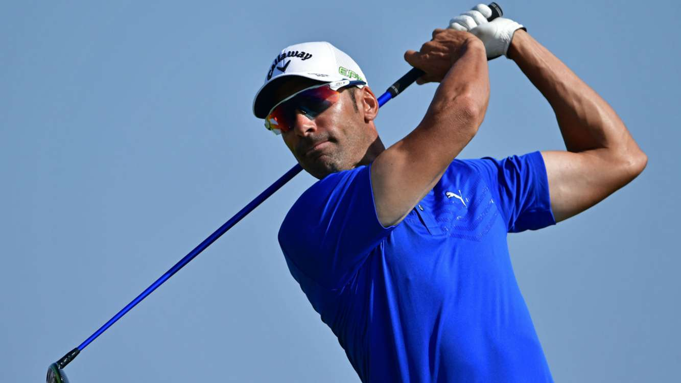 No qualms for Quiros as late birdie quartet earns two-shot lead