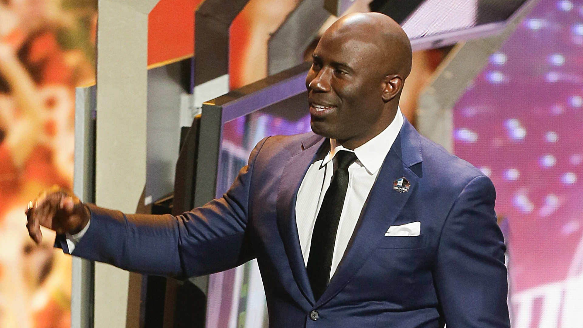 Watch Terrell Davis receive his Hall of Fame gold jacket
